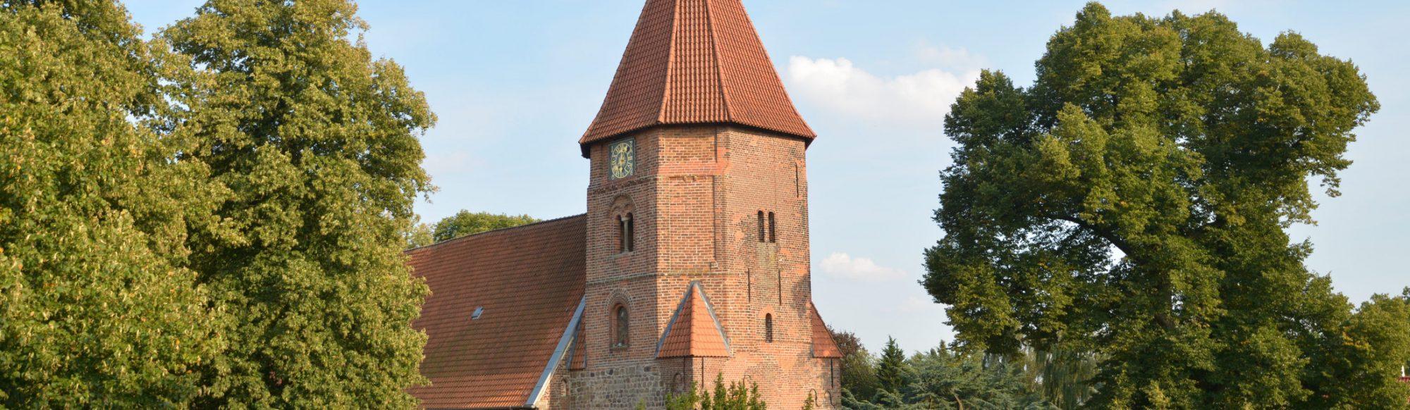 Ansicht der St. Laurentius-Kirche in Achim